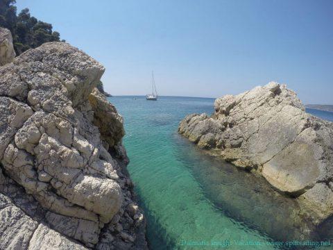 Split Sailing-DIV-Komiža Hidden Beach Anchoring